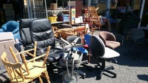 椅子多数、服 回収しました❣