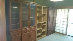 飾り棚、本棚、食器棚、タンス、進物小物数点 です。引取ました!