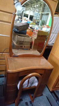 ドレッサー(美品椅子セット) 台1,000円